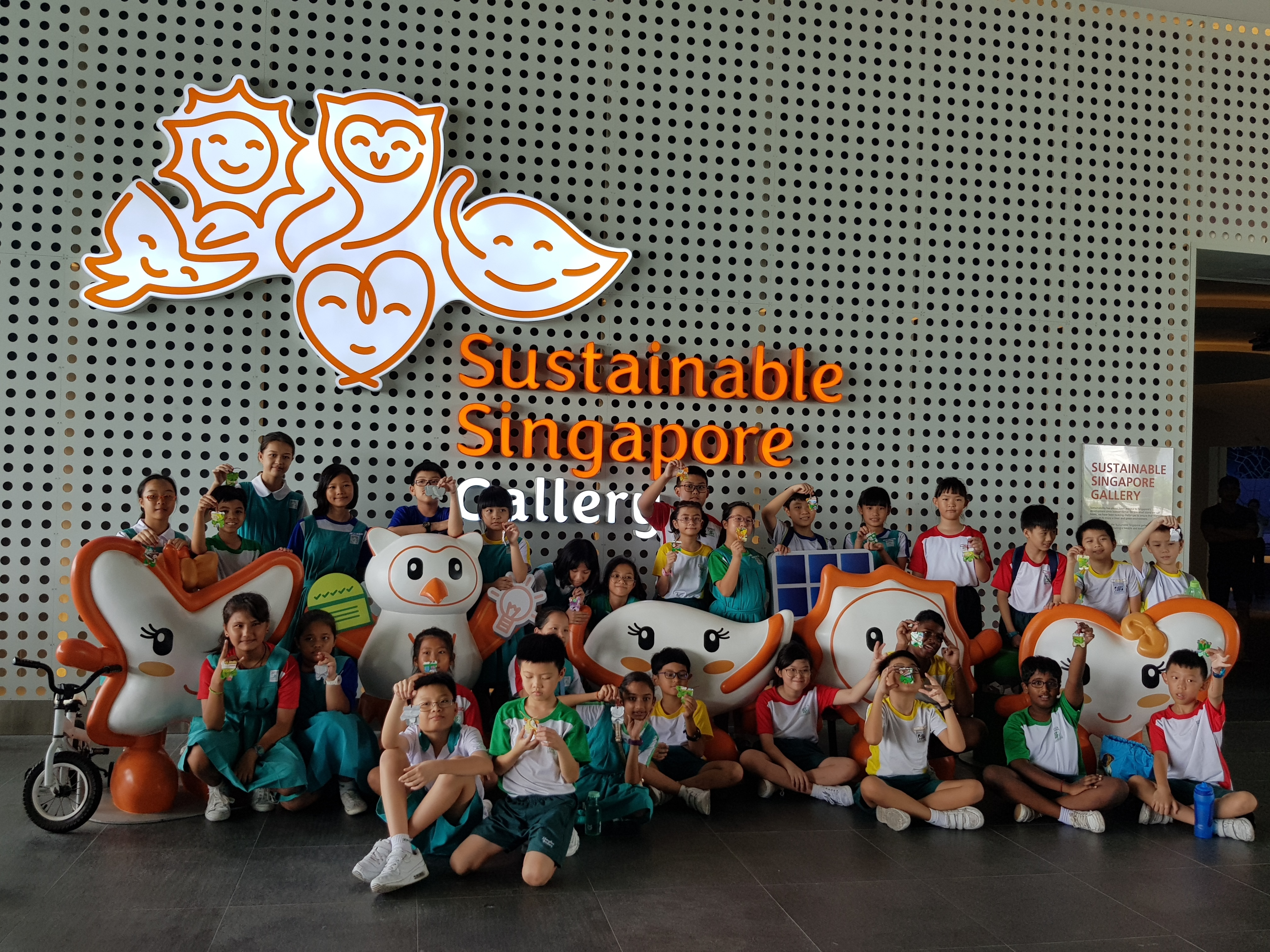 PEAK Club pupils and GEM monitors on LJ to Sustainable Singapore Gallery at Marina Barrage.jpg